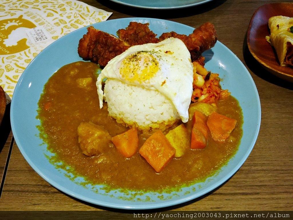 1555211469 2002146184 - 熱血採訪│台式大雞排咖哩飯挑戰愛吃肉的你,早安公雞新菜登場