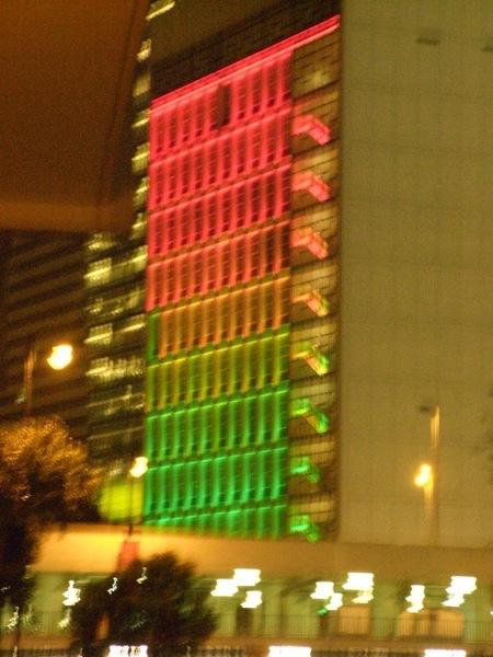 顏色會換來換去的大樓