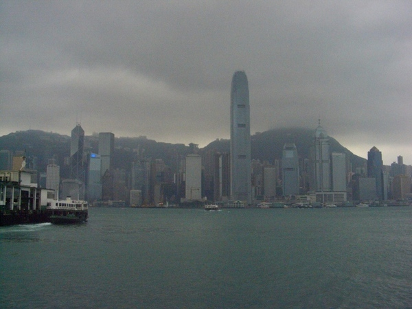 一片霧濛濛的景象