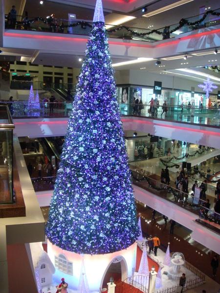 香港的聖誕節每家百貨商場都佈置得好漂亮,每棵聖誕樹的非常特別