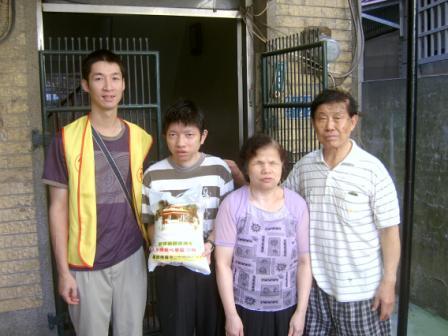 SV400220_一家三口,媽媽視障,兒子弱智, 女兒遠嫁高雄,偶而會回來看母親.jpg