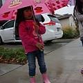 粉色兔兔下雨裝