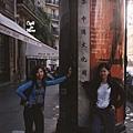 難得在巴黎街頭看到中文字