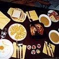 這是我們自己煮的早餐很豐盛吧 ~