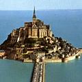 世界七大奇景之一(法國北部)小島上的修道院漲潮的時候就像是漂浮在海上一般