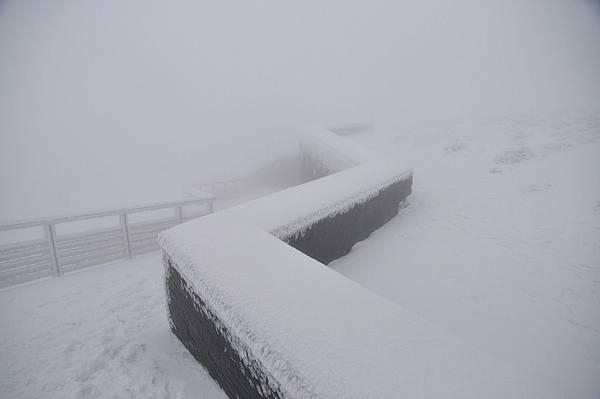 主峰上的步道~雪積到腳踝