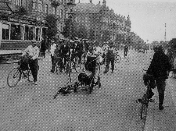 1915年的哥本哈根已經在畫單車線了
