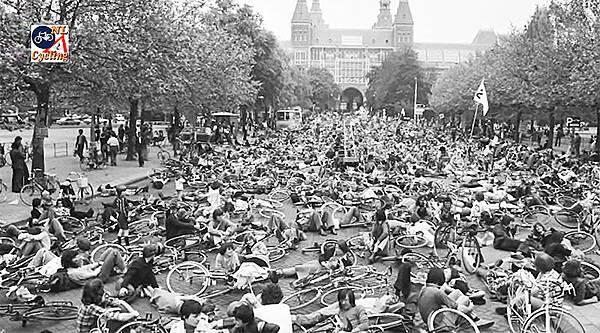 荷蘭民眾抗議過高的汽車意外死亡人數