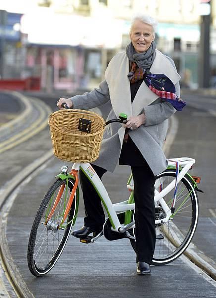 在荷蘭可以看到不少人瑞仍然騎著單車