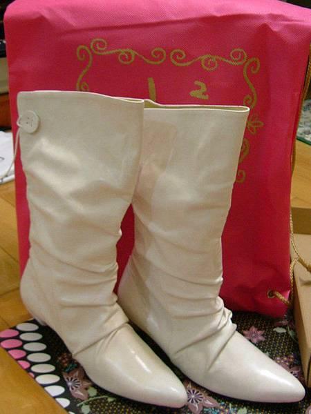 *超愛的白靴*