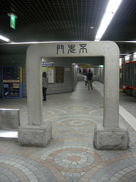 subway_gate.jpg