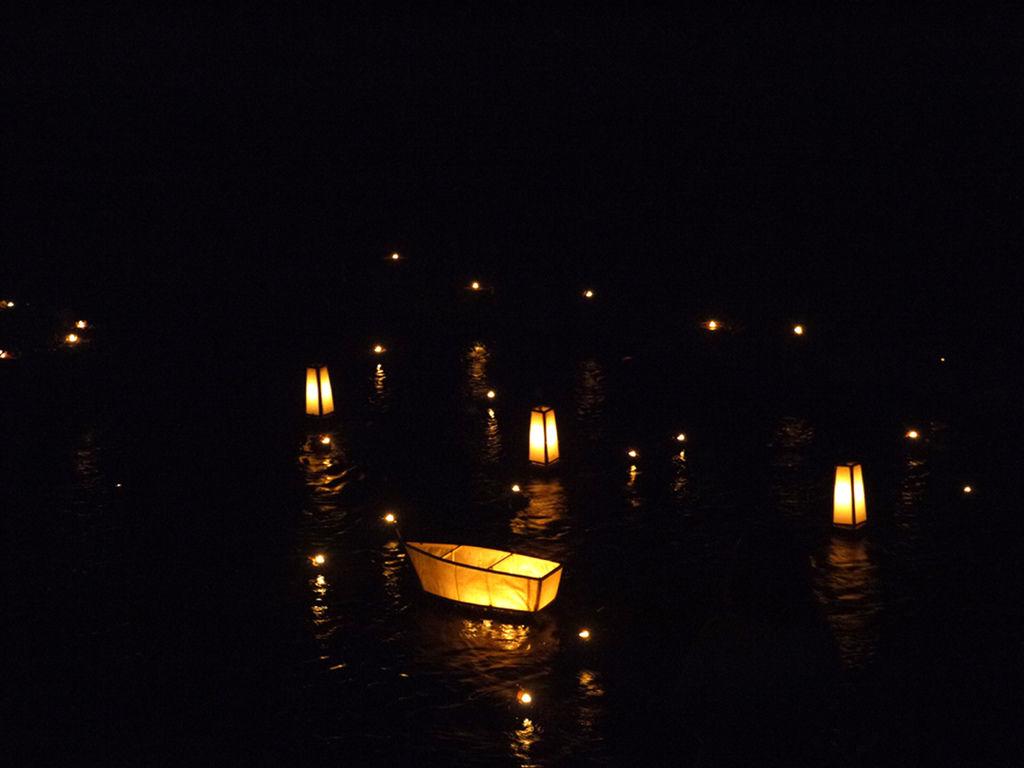 貴船神社水燈籠1.JPG