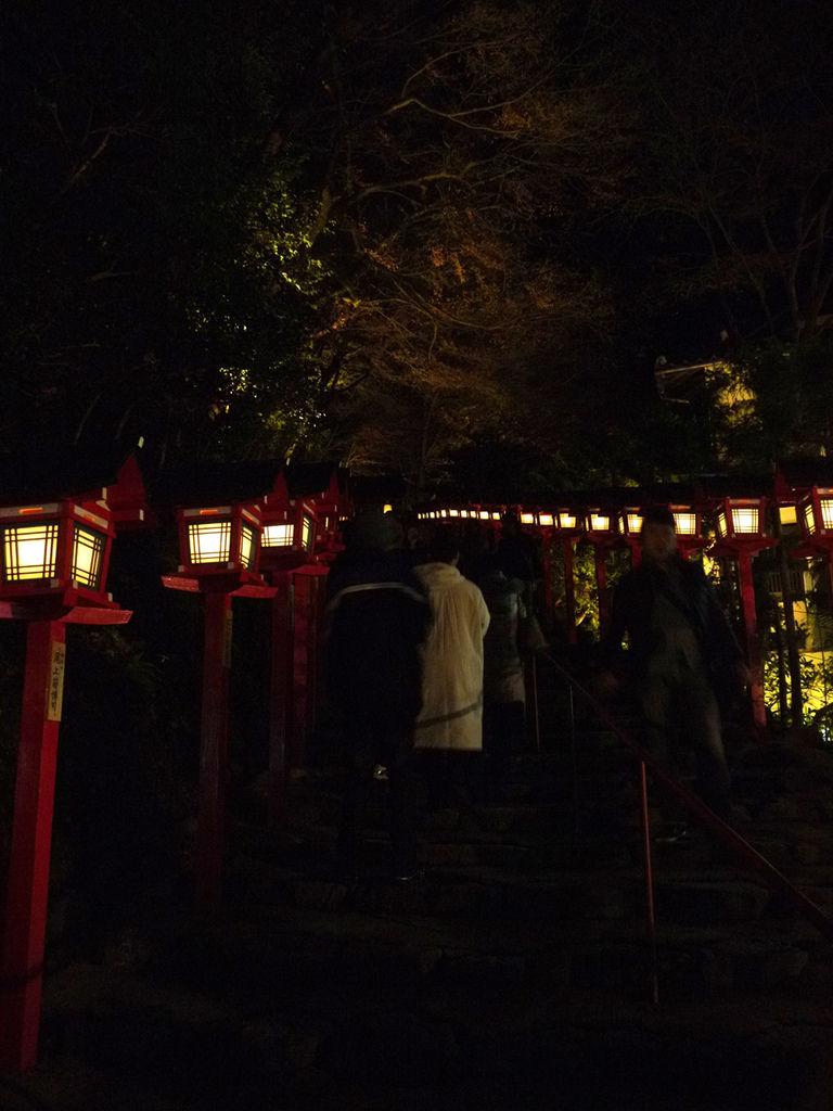 貴傳神社燈籠1.JPG