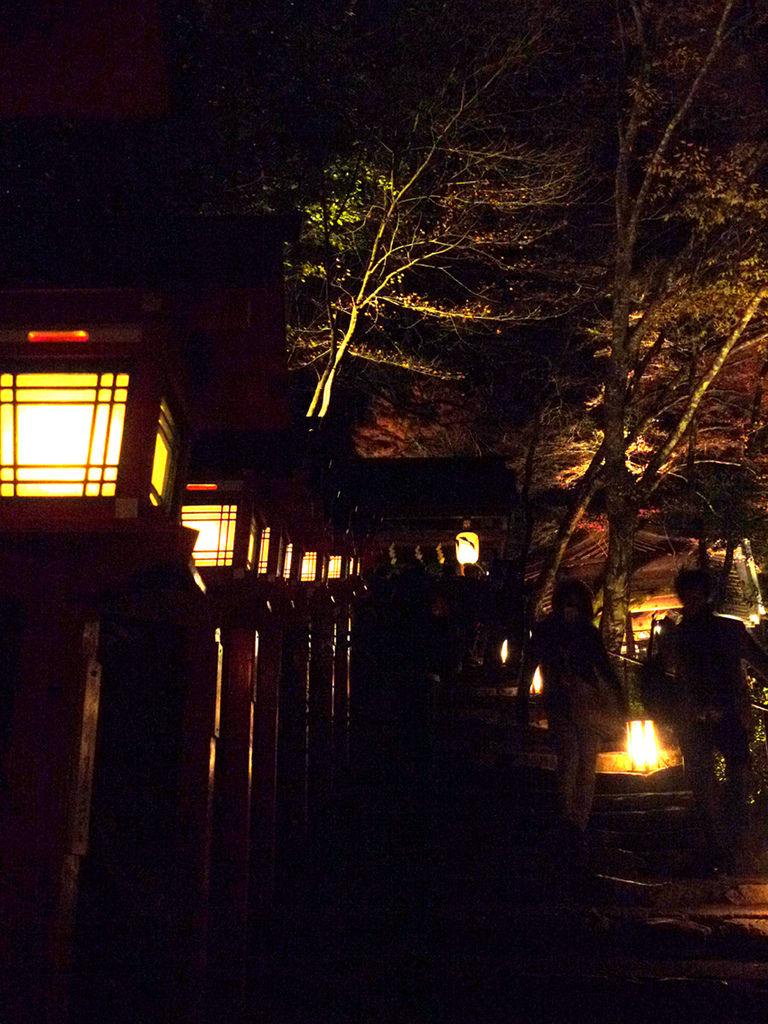 貴傳神社燈籠2.JPG