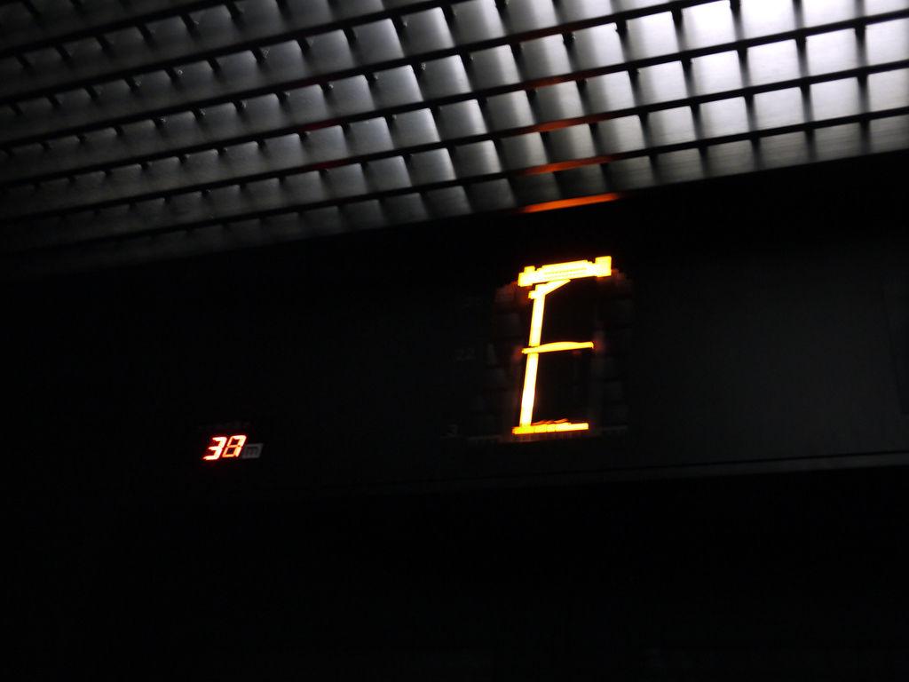梅田展望大樓電梯