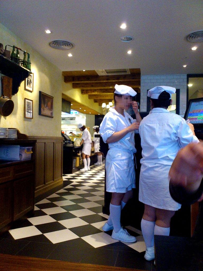paul_waitress