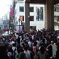2008三越南西週年慶  大家等開門