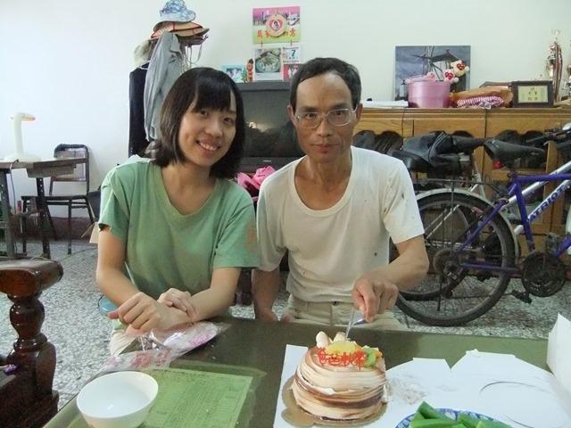 2010年8月8日 苑裡,爸爸節切蛋糕。