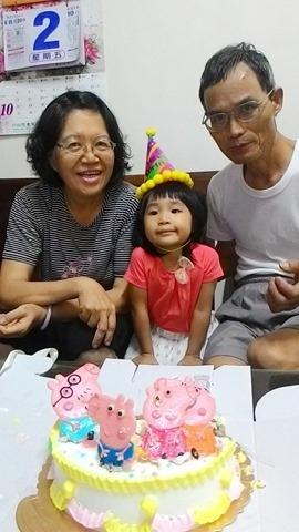 2015年10月2日 苑裡,吃阿孫的三歲蛋糕。