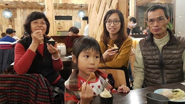2017年11月25日 新竹,郁苹家附近吃火鍋。