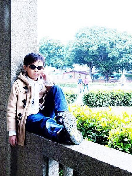 江帥是一個愛耍酷的男孩