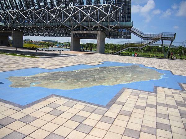 02-地板上的台灣地圖