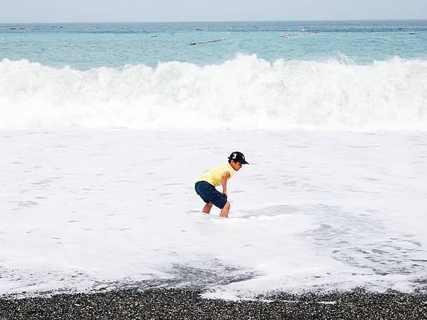 13站在浪中的咕咕