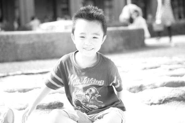 曝光過度的照片修改成黑白照-冠.jpg
