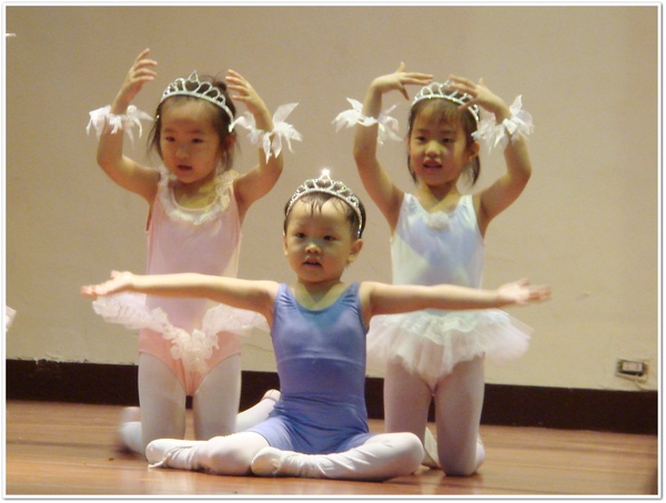 東-芭蕾舞.jpg