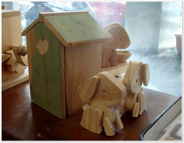 小狗和他們的家.jpg