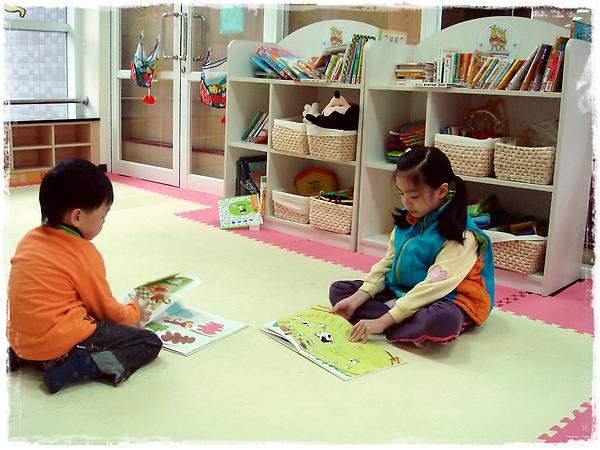 明亮的兒童閱覽室.jpg