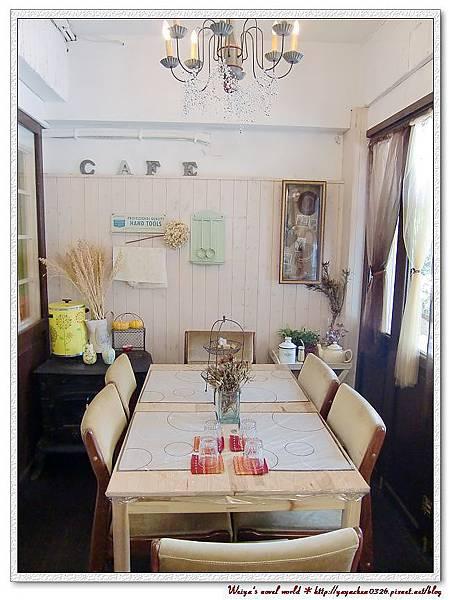 看起來很像一間家庭小餐廳吧~是我夢想中的裝潢!
