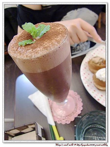 聽說是某酒口味的巧克力~但酒國皇后大樹說:沒酒味。