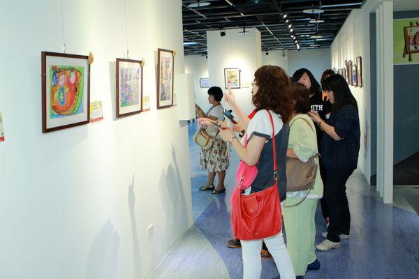 【歡迎參觀】育成第八屆「夢想樂園」繪畫比賽巡迴畫展、最佳人氣王票選活動開跑~