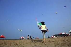 石門海邊的小女孩