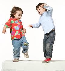為什麼小孩子沒辦法靜靜待著,會一直亂跑亂動?