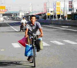 單車找頭路 三天來只喝水