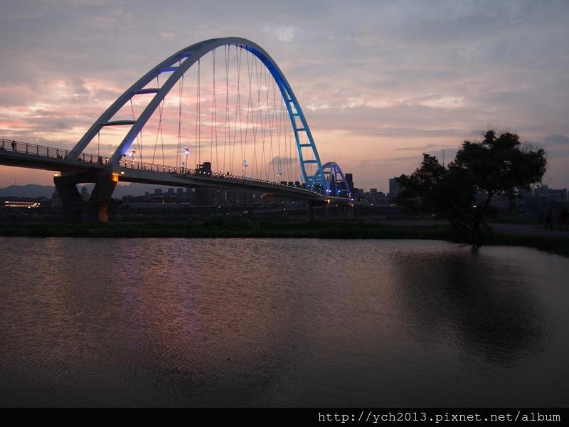 新月橋夜景 (10).JPG