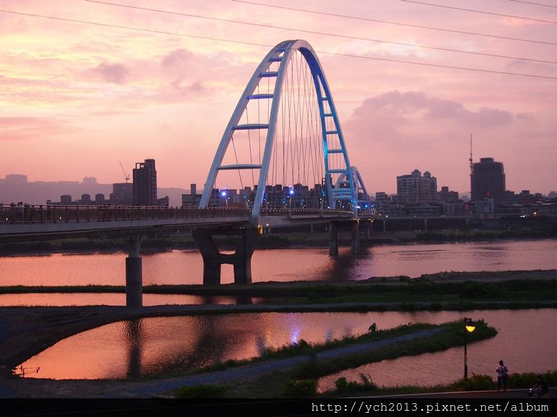 新月橋夜景 (9).JPG