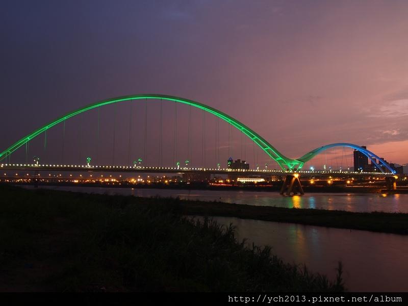 新月橋夜景 (11).JPG