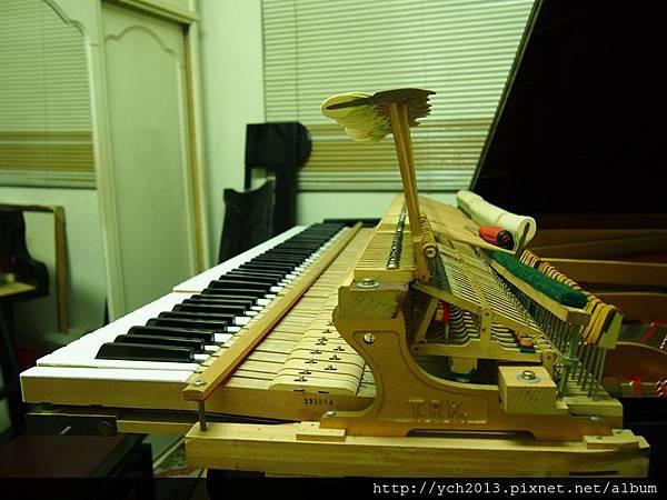 2013鋼琴調音 (4).JPG