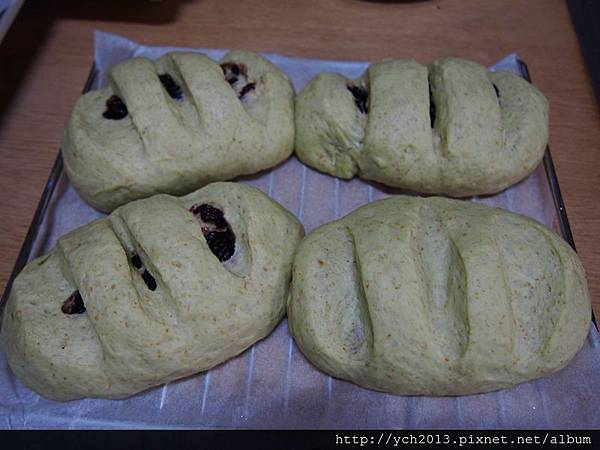 黑米紅藜麵包(6).JPG