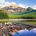 Pyramid Lake, Banf National Park, Canada.jpg