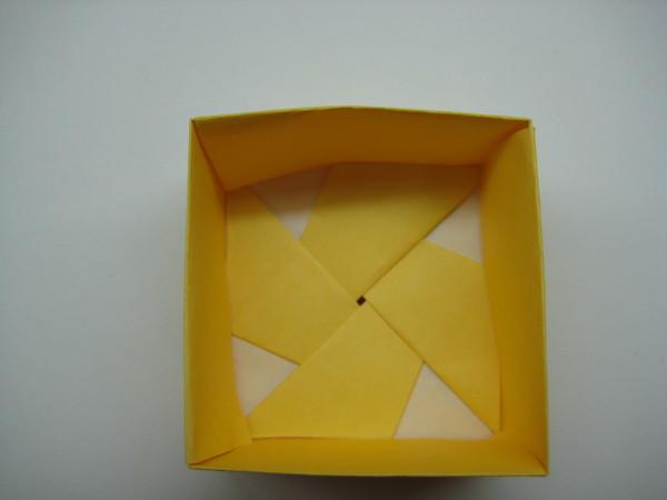 四方形盒子(底部內部)