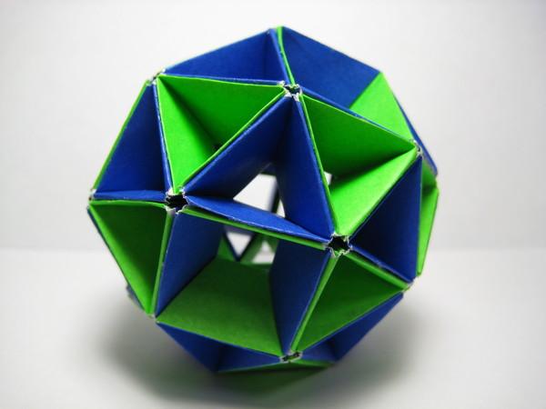 藍綠對抗(用六十四張藍綠正方形紙摺成)