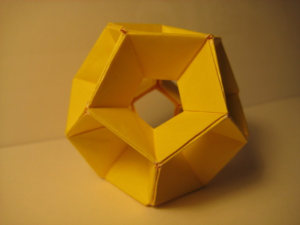 正十二面體(六十張正方形紙摺成)