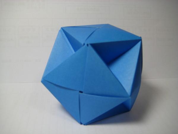十二張正方形摺成