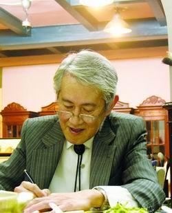 木心--2005年4月16日,木心在上海。陳村攝