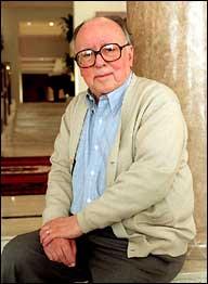 Augusto Monterroso - 蒙特羅梭(Augusto Monterroso, 1921-)瓜地馬拉小說家;2000年西班牙王子獎