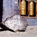西藏著名六字箴言石